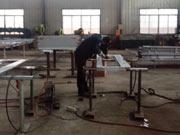 泰明门业生产焊接