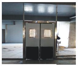 【烟台】坤元餐饮管理有限公司不锈钢自由门批发案例
