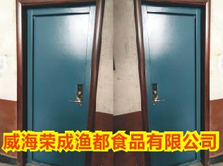 威海荣成渔都食品厂钢制宿舍门安装实拍案例